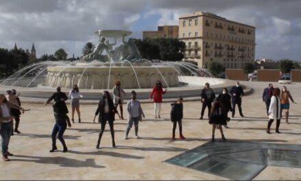 Filmat: Interpretazzjoni tal-kanzunetta We Are The World minn bosta kantanti popolari