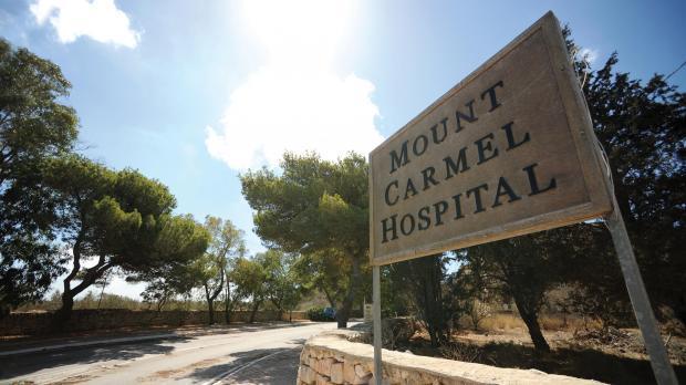 Wara l-ħitan tal-isptar Monte Karmeli