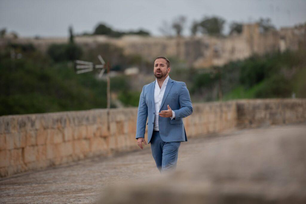 Filmat: Figura t'Identità – Kanzunetta ġdida minn Aldo Busuttil