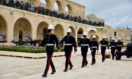 Bosta jesprimu rabja kbira għan-numru kbir ta' nies preżenti waqt is-salut lill-Prinċep