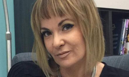 Stephanie Spiteri se tkun qed taqra l-voti tal-Maltin fil-Finali tal-Eurovision Song Contest