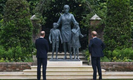 Harry u William jingħaqdu biex jinawguraw l-istatwa ta' ommhom il-Prinċipessa Diana